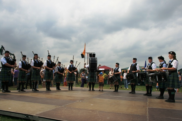5c maclaren pipe band.jpg