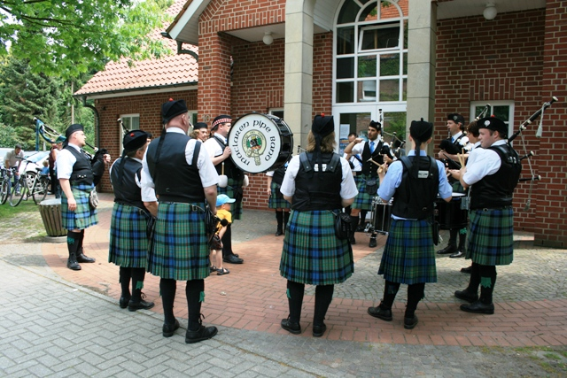 5d maclaren pipe band.jpg