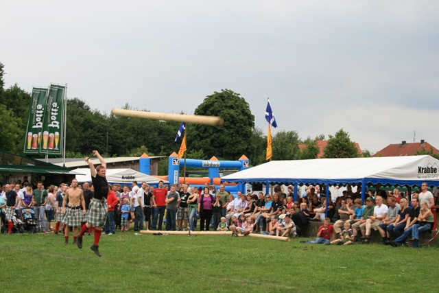 6b tossing the caber.jpg